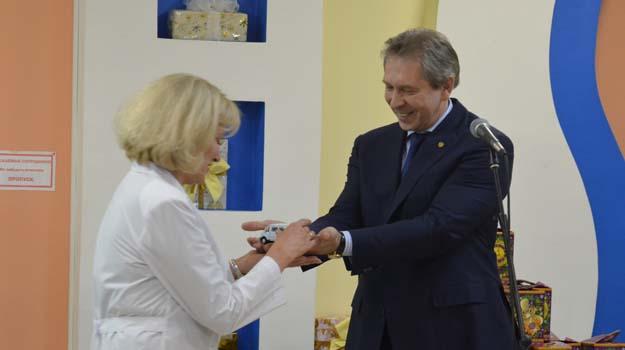 Вручение автомобиля Центру управляющим директором ПАО Тулачермет Сергеем Николаевичем Дьяковым