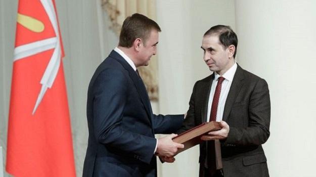 Алексей Геннадьевич Дюмин вручил региональные награды за благотворительную деятельность